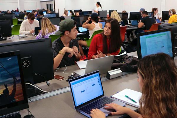 Lecturer Raquel Lopez Assisting Students